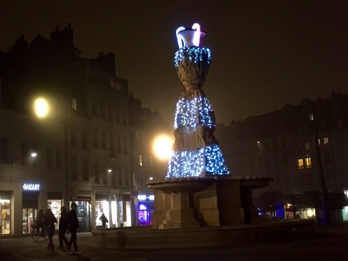 2015-12-10-fontaine marché Noel.jpg